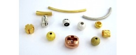 Mεταλλικά στοιχεία και χάντρες για κορδόνια