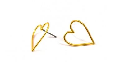 Σκουλαρίκια καρδιά περίγραμμα με καρφί από τιτάνιο επίχρυσα-ανα ζευγάρι(χωρίς κουμπώματα)