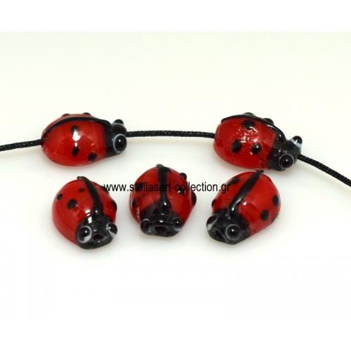 Γυάλινες μουράνο πασχαλίτσες σε κόκκινο χρώμα  14mm διατρητες ( χρειαζεται γρανα για να κρεμαστεί ) ή κορδόνι 1mm Τιμή ανά τεμάχιο