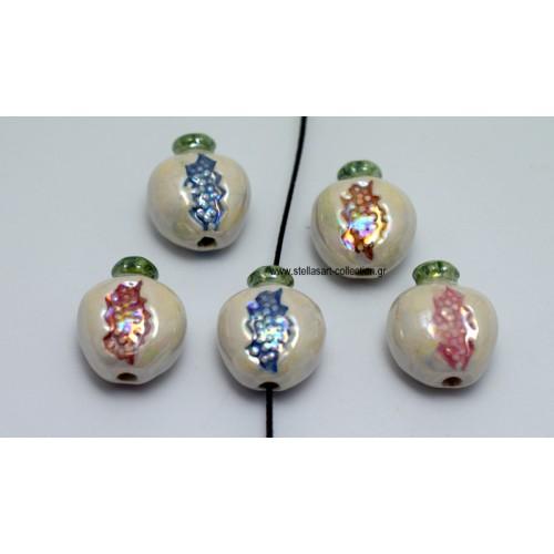 Κεραμική χάνδρα ρόδι πολύ καλής ποιότητας, 1,5mmΧ1.3mm  σε λευκό περλέ χρώμα εξωτερικά και διάφορα χρώματα στο εσωτερικό με διαμπερή τρύπα που περνάει κορδόνι μέχρι 1,5mm