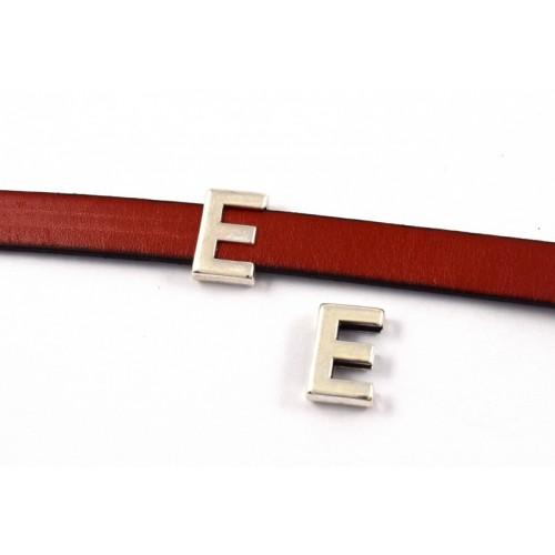 """Μεταλλικό περαστό γράμμα """"Ε"""" σε ασημί αντικέ-ανα τεμάχιο"""