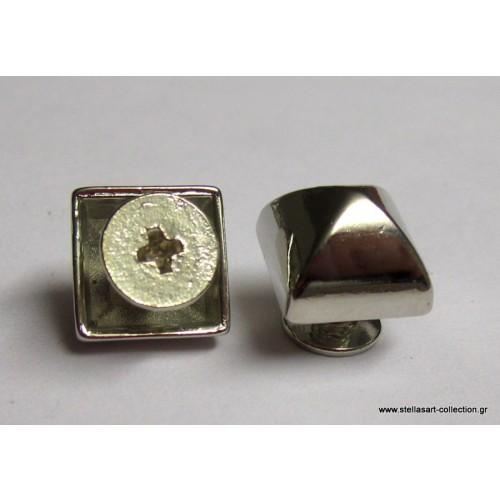 Μικρό τρουκ με βίδα απο κάτω 10mm σε τετράγωνο σχήμα σε ασημί     τιμη ανα τεμάχιο