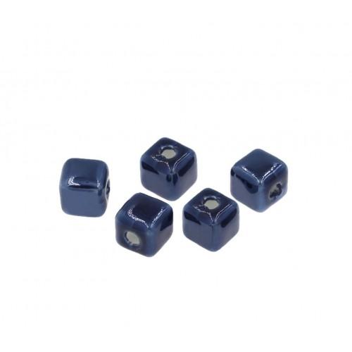 Κεραμική χάντρα κύβος μικρή 8,5-8,9mm (Ø2,3mm) σε σκούρο μπλε-ανα τεμάχιο