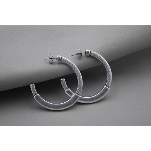 Σκουλαρίκια κρίκος 40mm με pattern καρφί τιτανίου επάργυρα σε ασημί αντικέ - τιμή ανά ζευγάρι