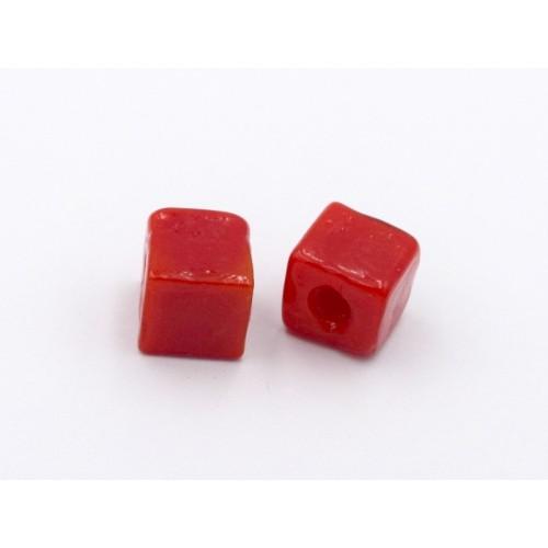 Γυάλινη χάντρα κύβος 10mm σε κόκκινο χρώμα .Τιμή ανα τεμάχιο